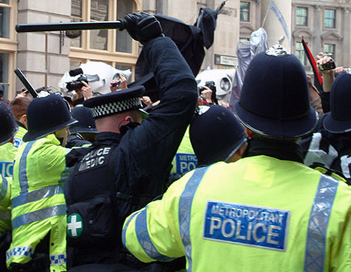 Police medic and other officers beat protesters at G20